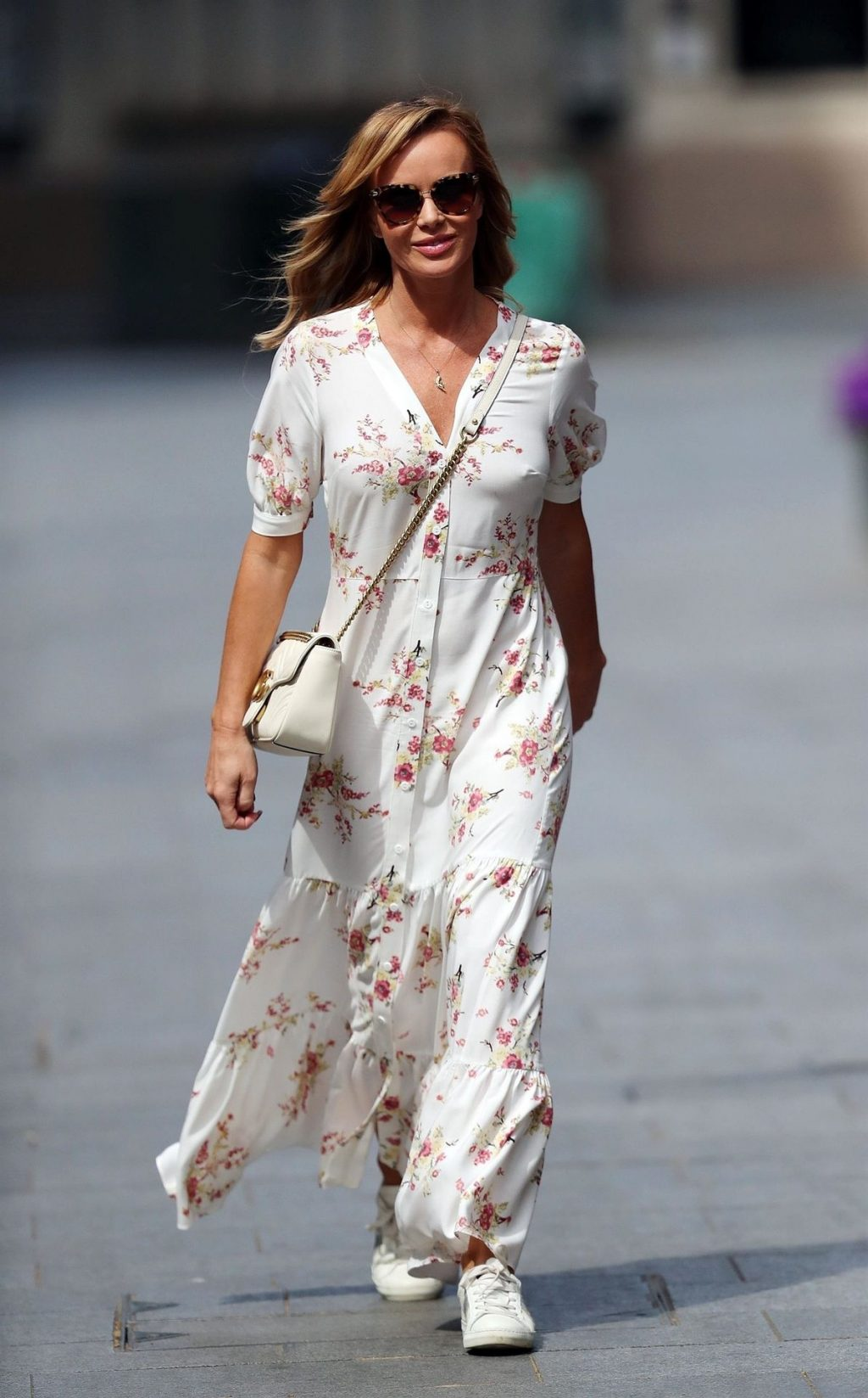 Sexy Amanda Holden Is Pictured While Leaving the Heart Radio Studios (13 Photos)