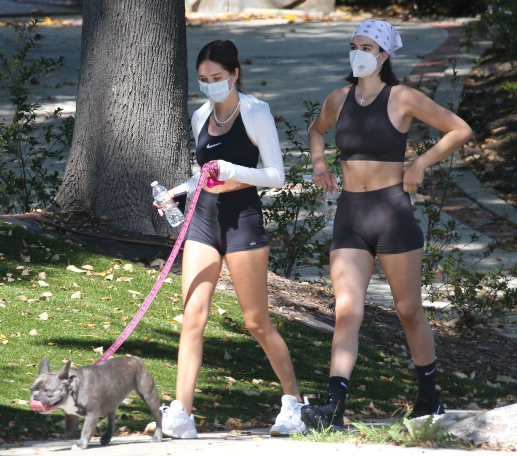 Amelia & Delilah Grey Hamlin Looks Sexy Without Makeup (17 Photos)