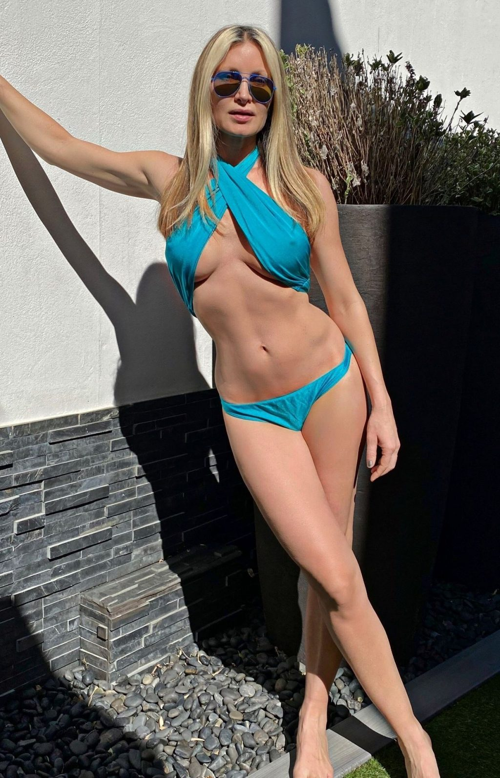 Caprice Sizzles in Sexy Bikinis During Lockdown (9 Photos)
