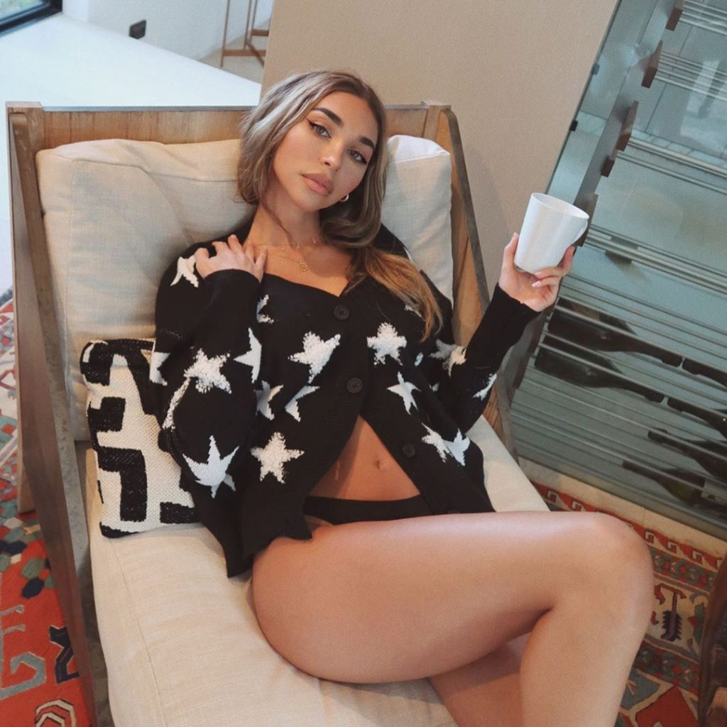 Guys Check Out Chantel Jeffries at Earthbar in West Hollywood (38 Photos)