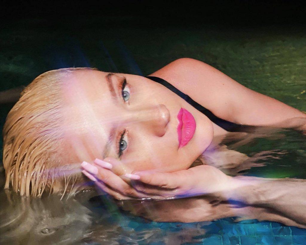 Christina Aguilera Sexy (6 New Photos)