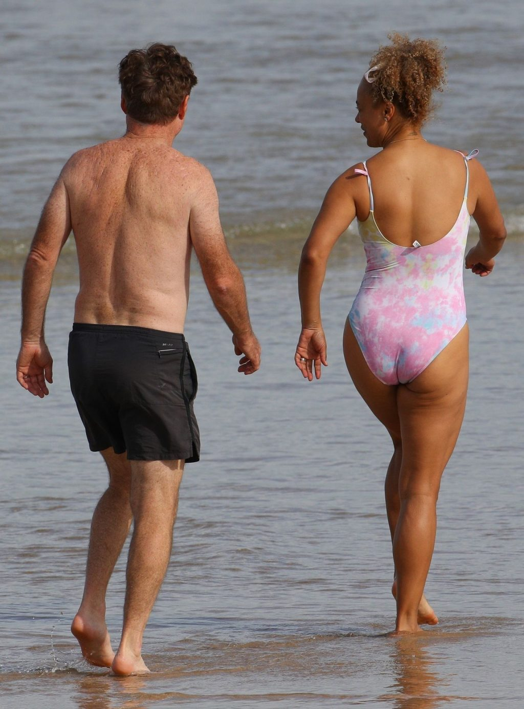 Connie Mitchell & Angus McDonald Were Pictured Going for a Swim in North Bondi (32 Photos)
