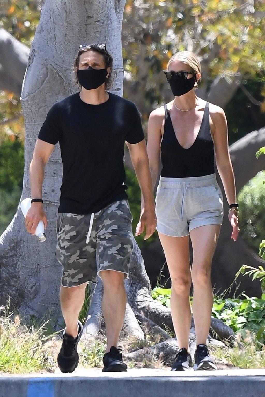 Gwyneth Paltrow & Brad Falchuk Go Out For an Afternoon Stroll (22 Photos)