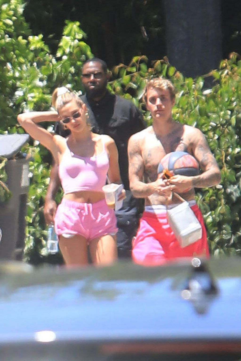 Hailey Bieber Looks Pretty in Pink as She Goes Out for Coffee with Friends (89 Photos)