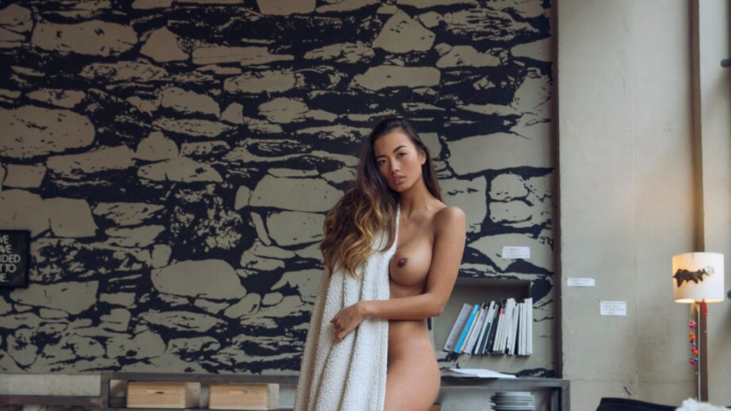 Jennifer Berg Nude & Sexy (14 Photos)