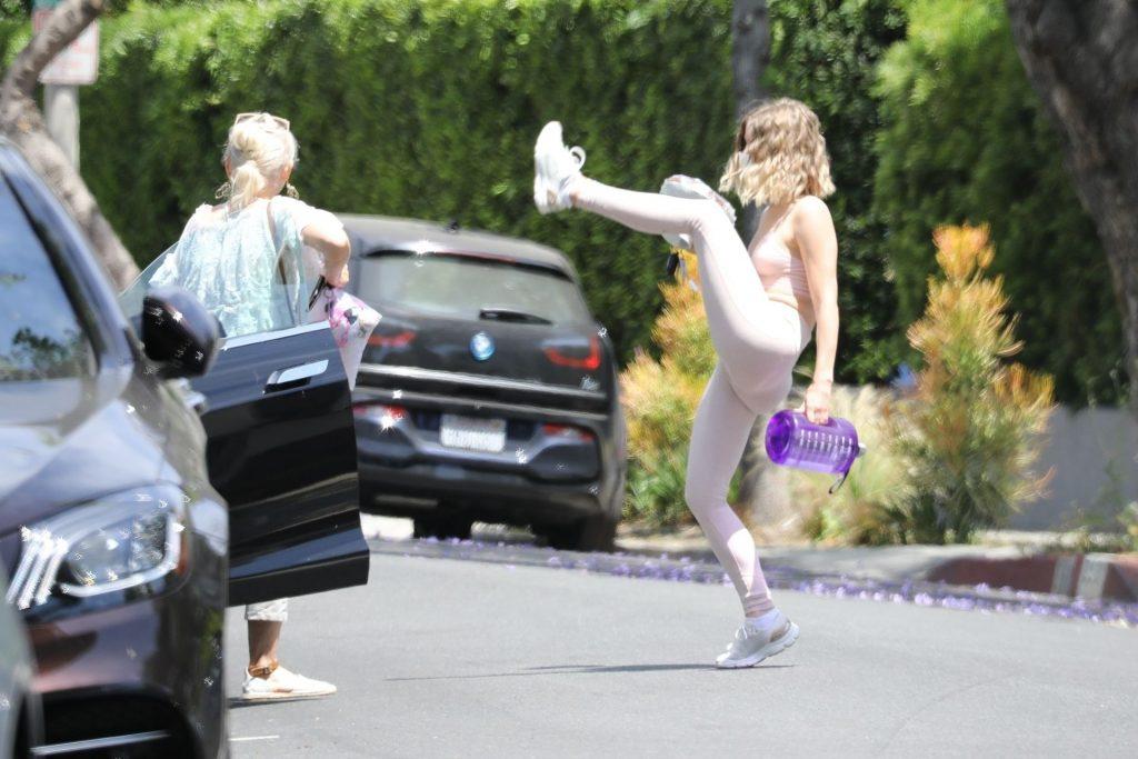 Ringless Julianne Hough Enjoys Brunch With Mom (38 Photos)