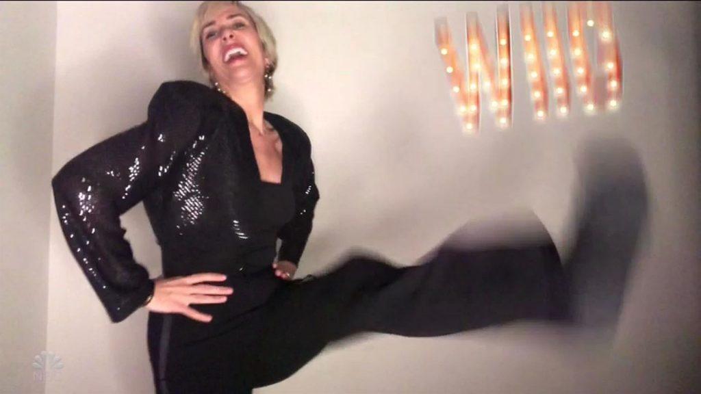 Kristen Wiig Flashes Her Boobs (27 Pics+ Video)