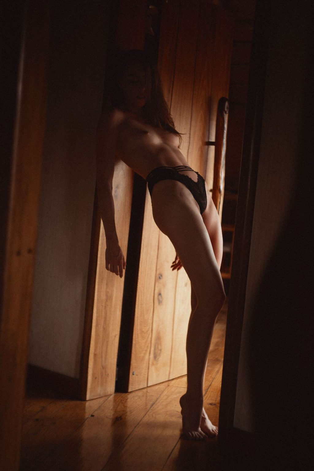 Nina Emilia Nude & Sexy (14 Photos)