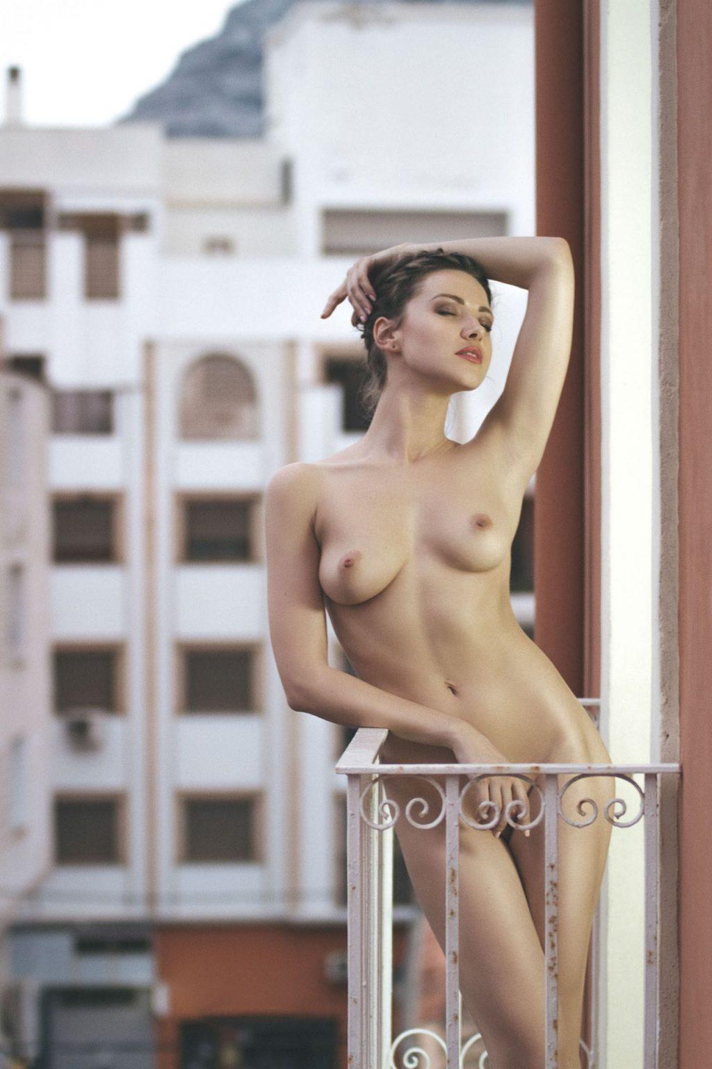 Olga Alberti Nude & Sexy (11 Photos)