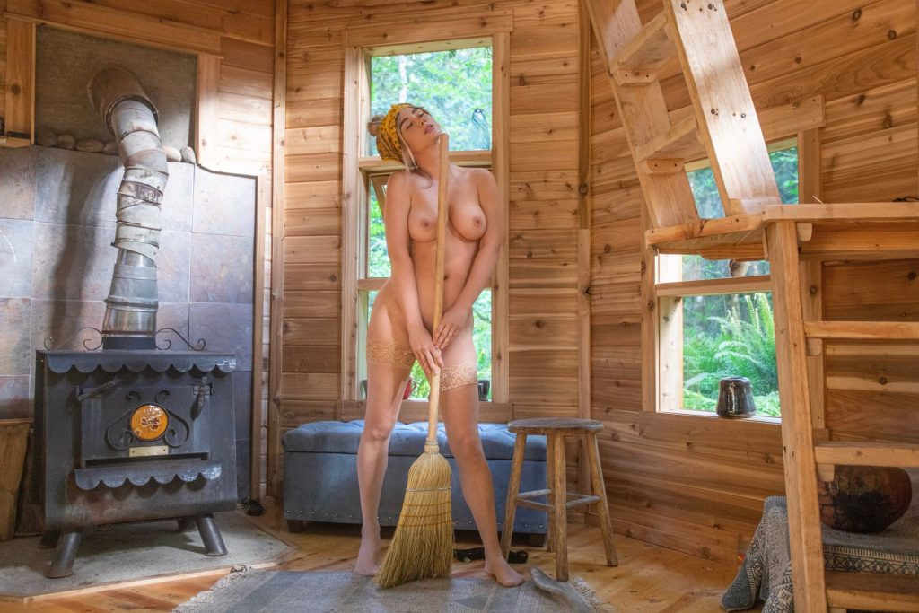 Sara Jean Underwood Nude (6 New Photos)