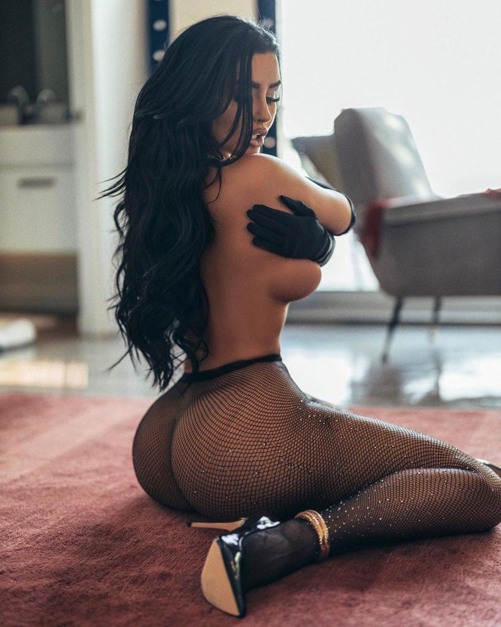 Abigail Ratchford Nude & Sexy (24 Photos)