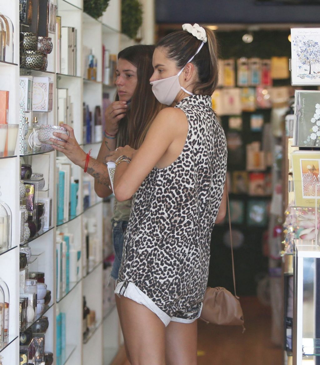 Alessandra Ambrosio Cuts A Sexy Frame As She Shops For Designer Cupcakes (32 Photos)
