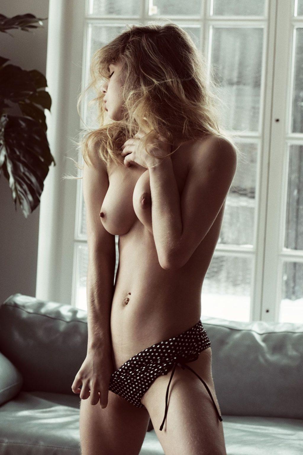 Alexandra Smelova Nude (7 Photos)