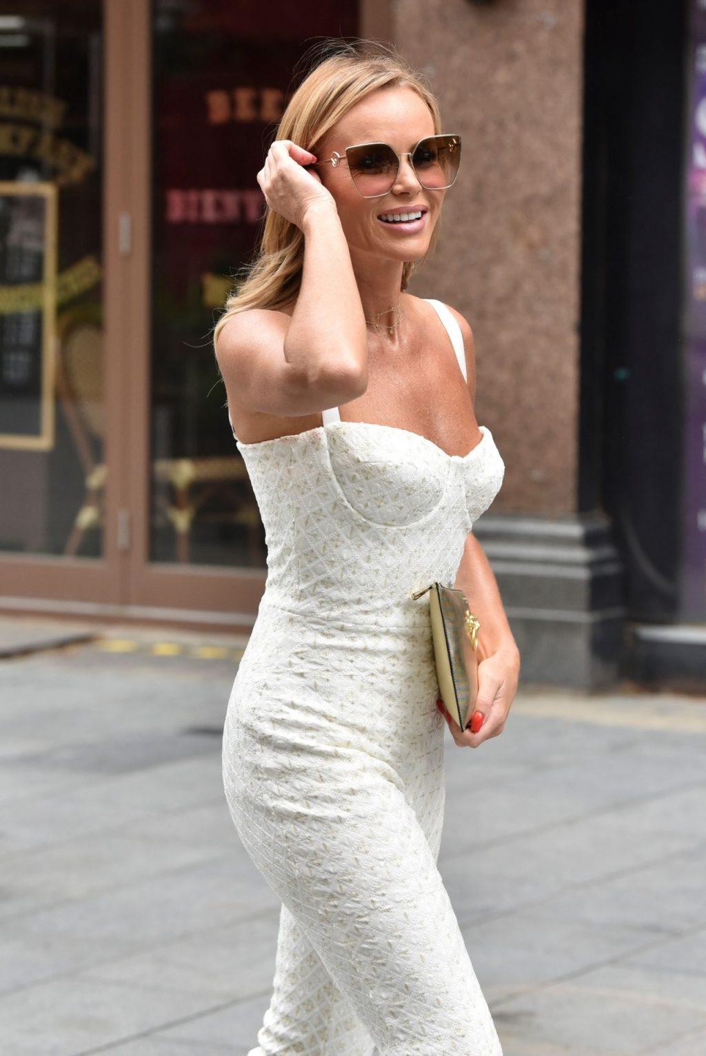 Sexy Amanda Holden Shines in London (29 Photos)