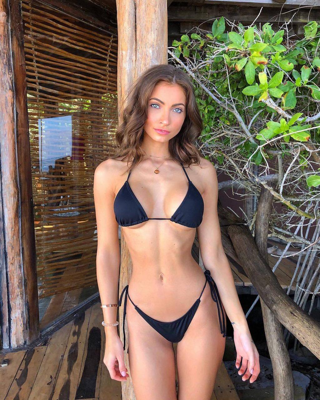 Anna Louise Sexy (27 Photos)