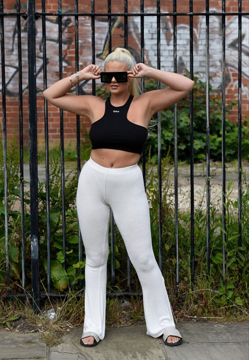 Apollonia Llewellyn Shows Her Pokies in Manchester (69 Photos)
