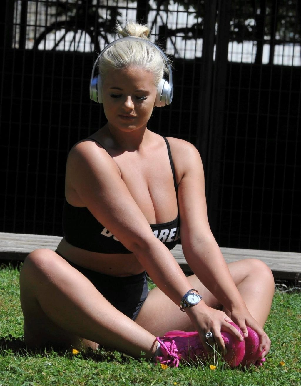 Apollonia Llewellyn Displays Her Boobs in a Park in Manchester (31 Photos)