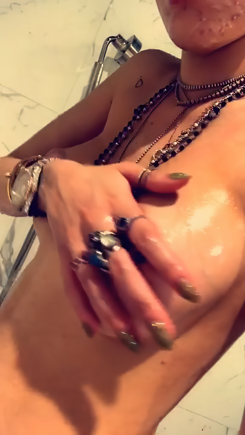 Bella Thorne Nude Leaked The Fappening (9 Pics + GIF & Video)