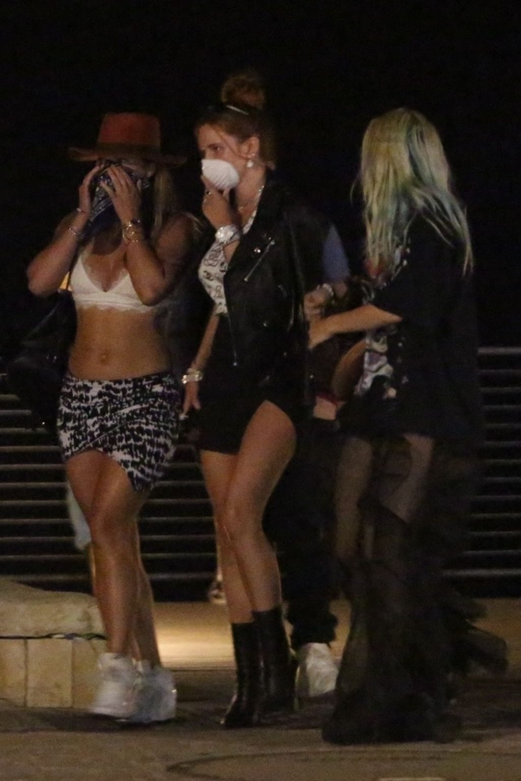 Bella Thorne Shows Off Her Slender Legs at Nobu (29 Photos)