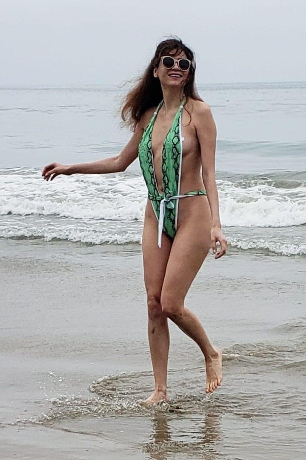 Blanca Blanco Flaunts Her MILF Body on the Beach (31 Photos)