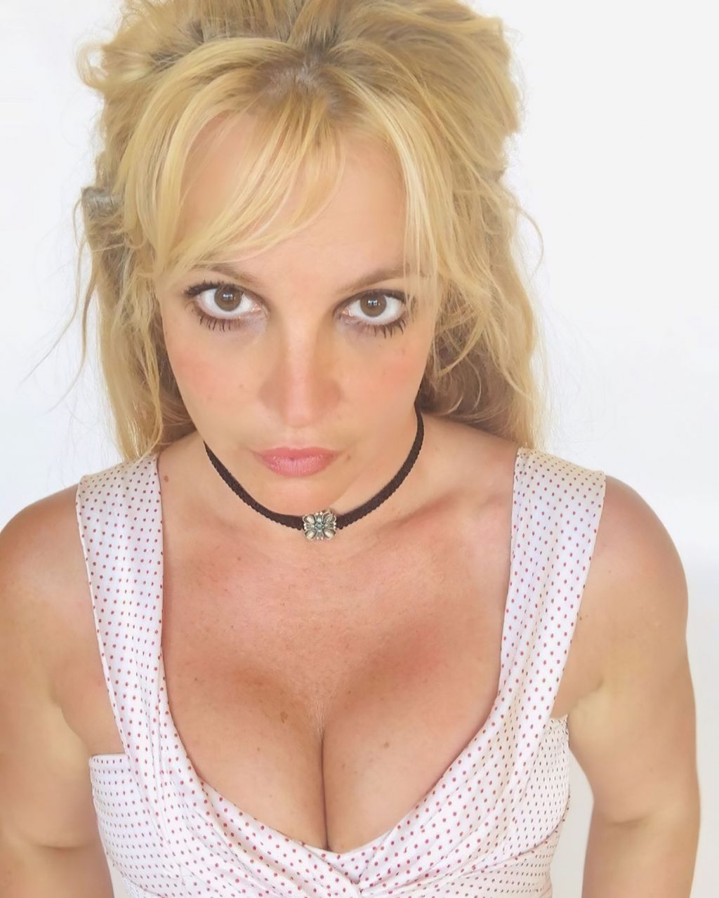 Britney Spears Shows Off Her Cleavage (11 Photos)