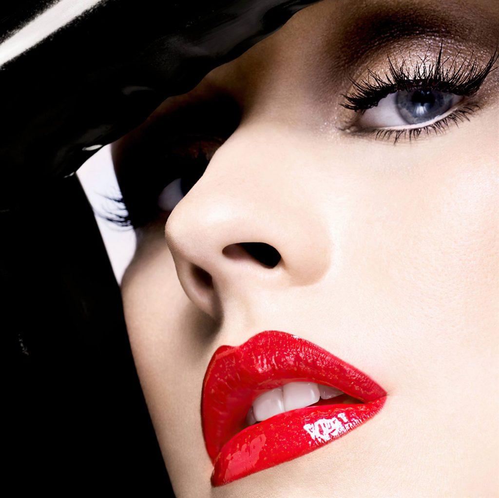 Christina Aguilera Nude & Sexy (32 Photos)