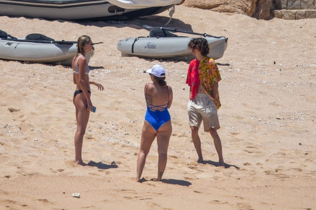 Eiza Gonzalez & Timothée Chalamet are Spotted Enjoying a Sweet PDA Moment in Mexico (38 Photos)