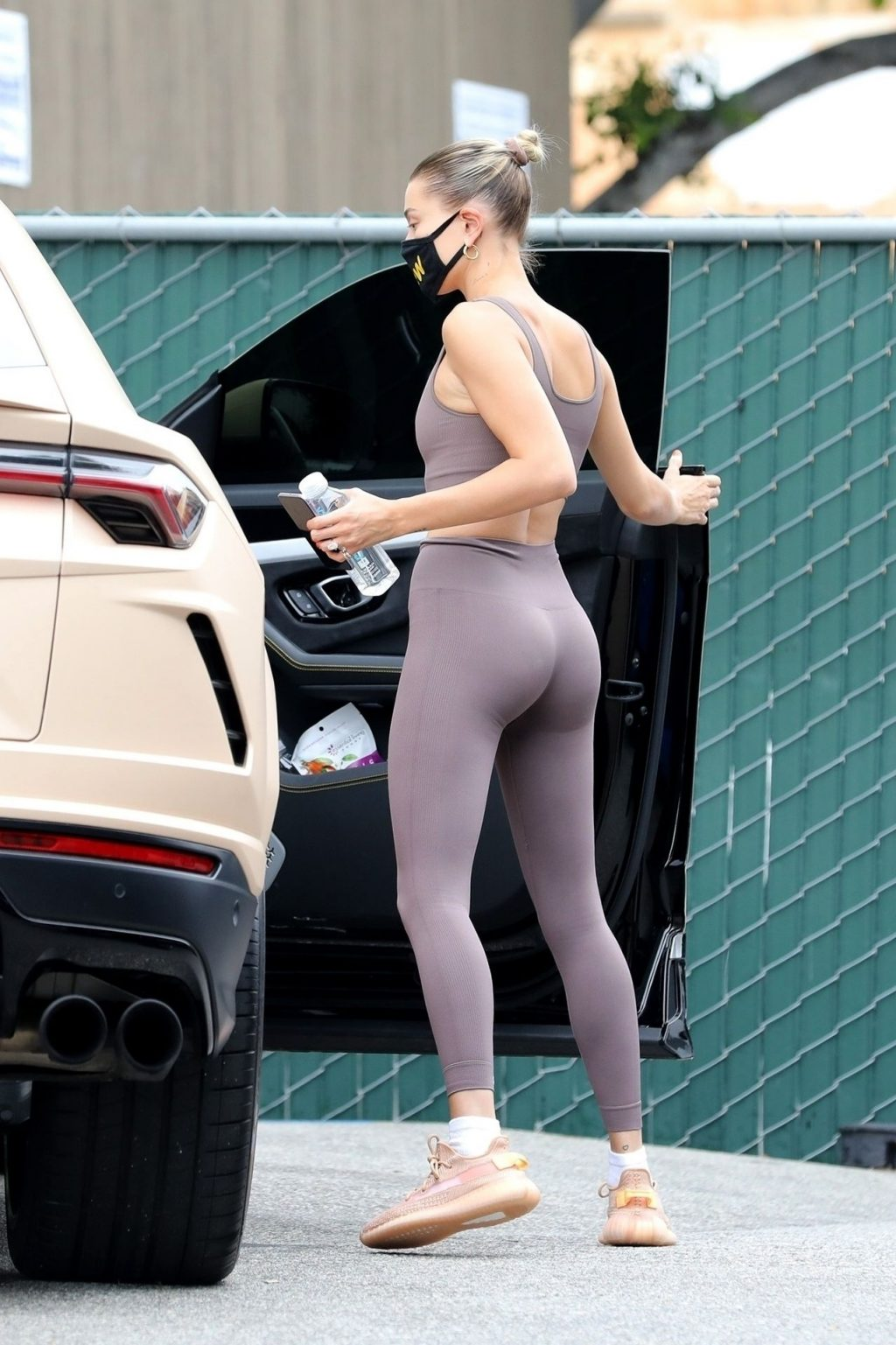 Justin and Hailey Bieber Head to The Doctor's (23 Photos)