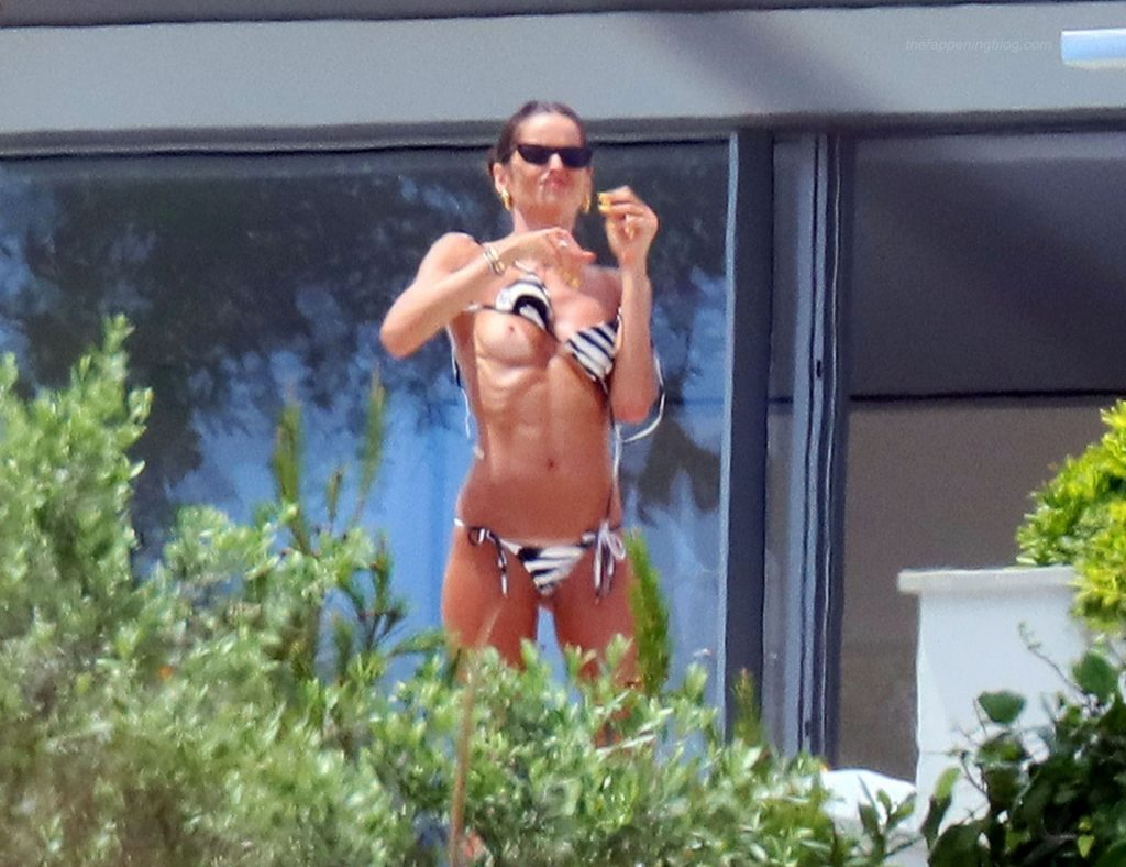 Izabel Goulart Shows Her Tits in Saint Tropez (21 Photos)