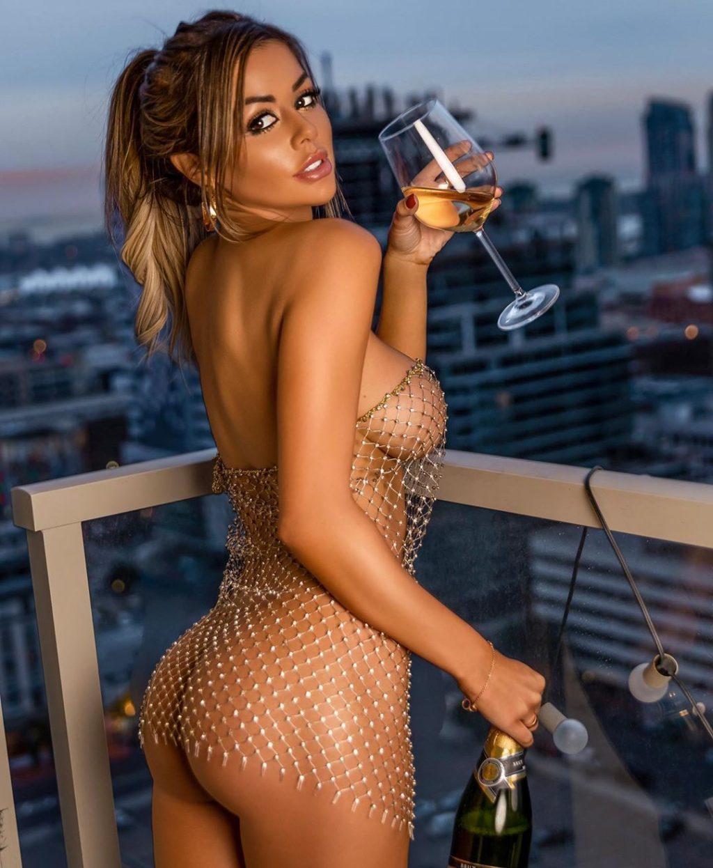 Juli Annee Nude & Sexy (74 Photos)