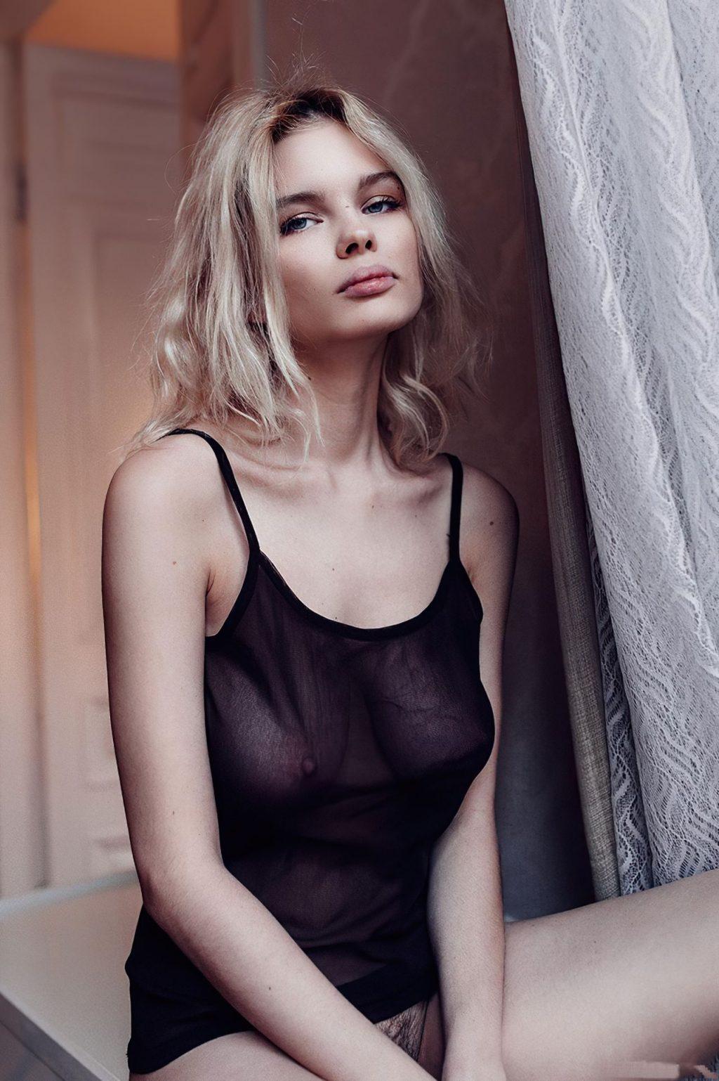 Julia Logacheva Nude (14 Photos)