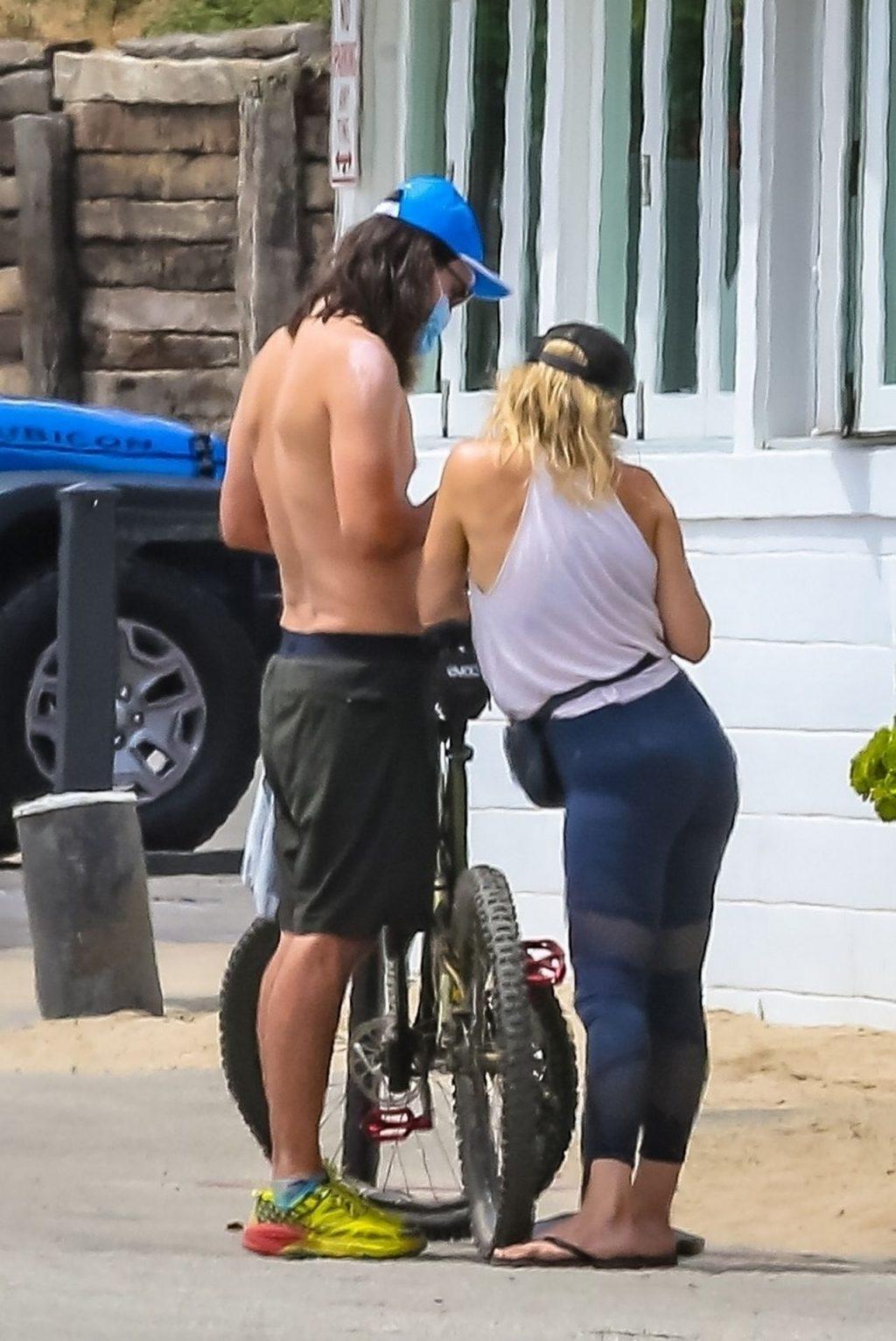 Kate Hudson Shows Her Pokies While Riding a Bike in Malibu (41 Photos)