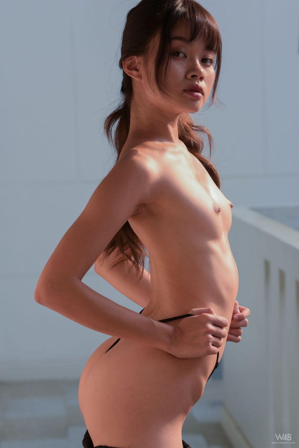 Lady Sowan Nude (11 Photos)