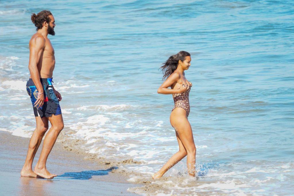 Lais Ribeiro & Joakim Noah Enjoy a Beach Day in Malibu (37 Photos)