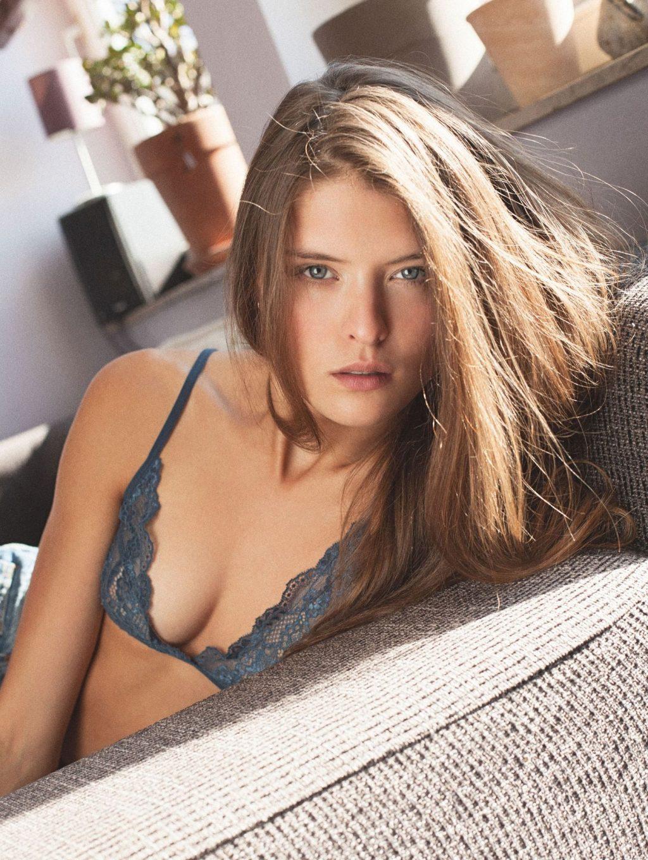 Lina Ulrich Nude & Sexy (17 Photos)