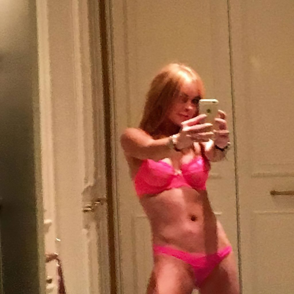 Lindsay Lohan Sexy Leaked The Fappening (8 Photos)