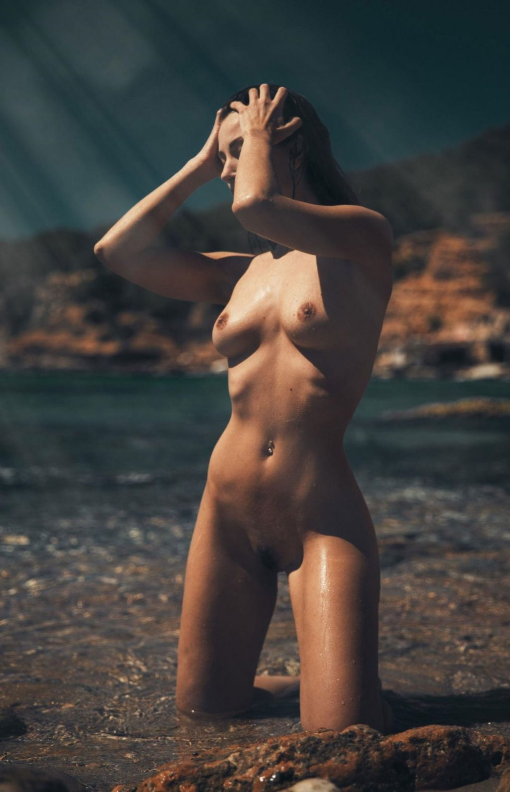 Miluniel Shows Off Her Nude Tanned Body (13 Photos + Video)