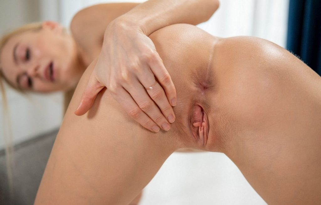 Nancy Anastasiia (Jane F.) Nude – Perfume (15 Photos)