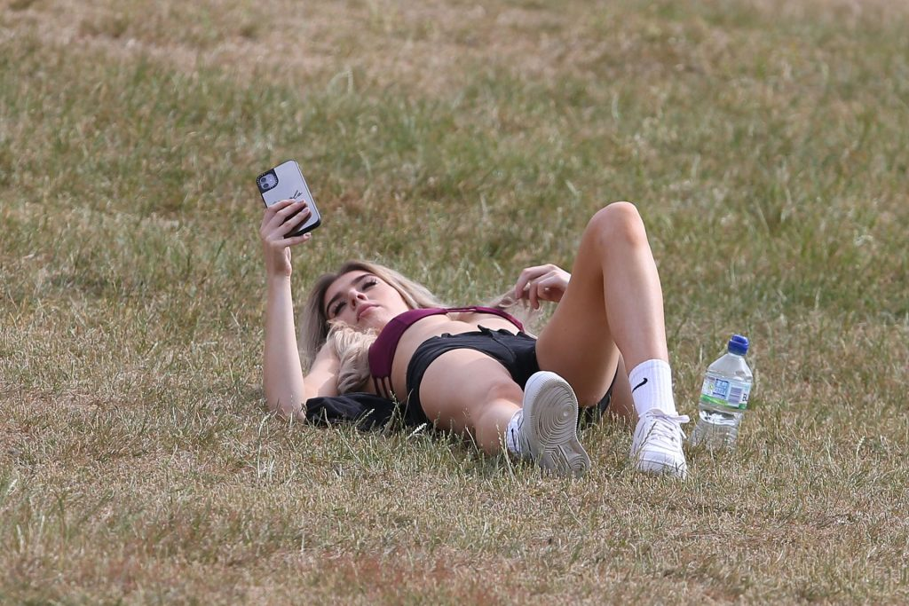Nicole O'Brien Shows Off Her Tits in a Park (43 Photos)