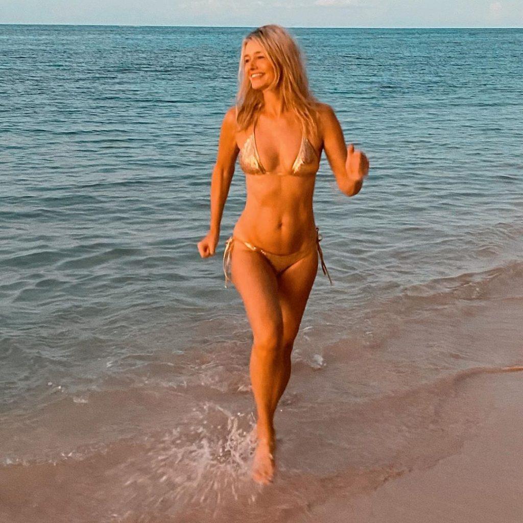 Paulina Porizkova Sexy & Topless (13 Photos)