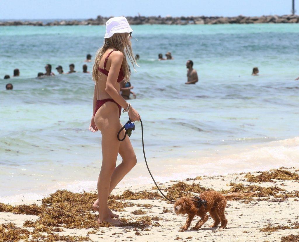 Roosmarijn de Kok Cools off at the Beach with Her Beau (34 Photos)