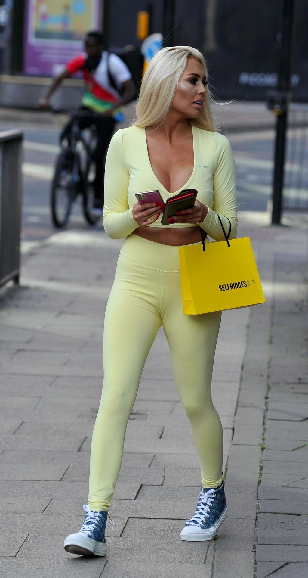 Sexy Shannen Reilly McGrath Is Spotted in Manchester (13 Photos)