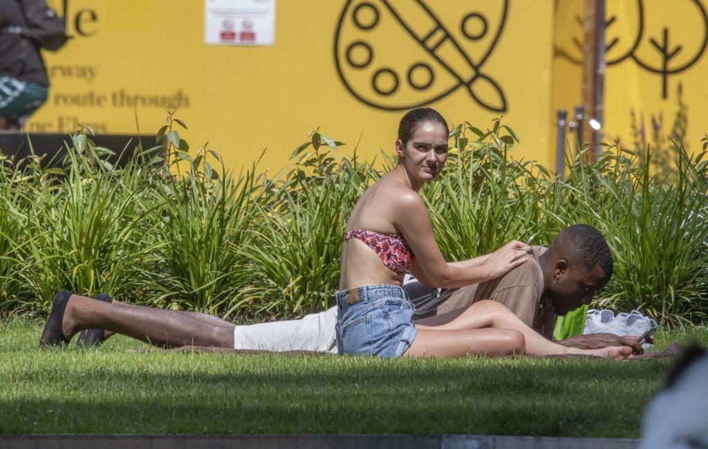 Siannise Fudge & Luke Trotman Enjoy a Massage Session in the Park (33 Photos)