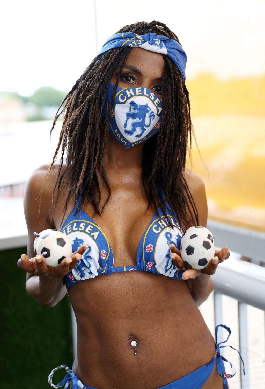 Sinitta Celebrates the Start of the Football Season (11 Photos)