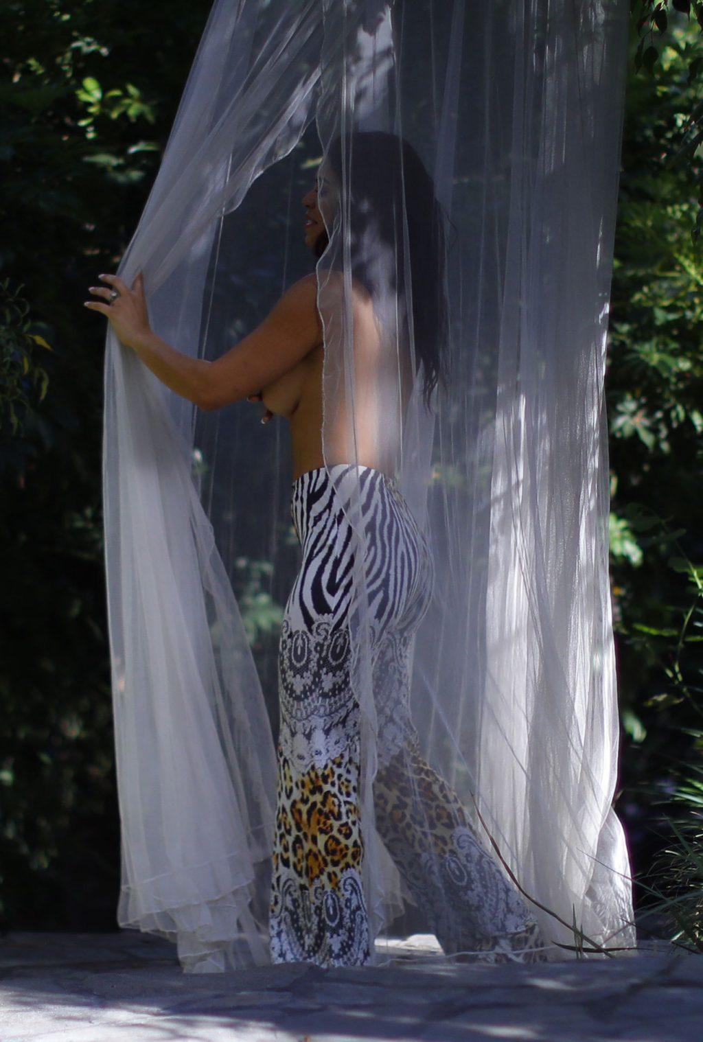 Suelyn Medeiros Poses Nude for the Camera in LA (76 Photos)