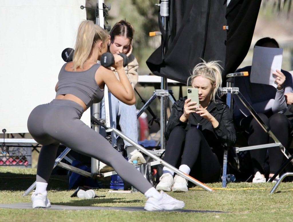 Tammy Hembrow Flaunts Her Sexy Body in a Photoshoot (11 Photos)
