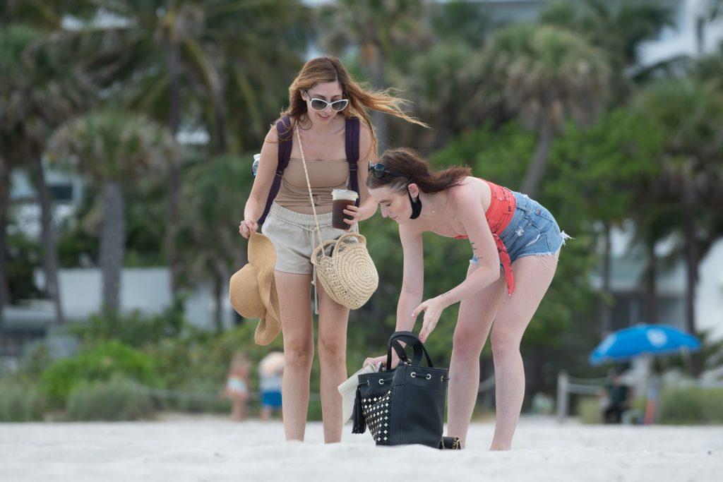 Urszula Makowska Shows Off Her Sexy Body on the Beach (18 Photos)