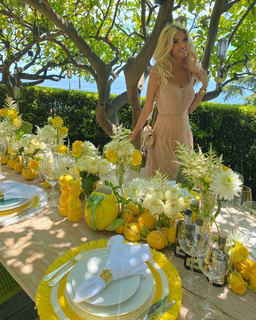 Victoria Silvstedt Enjoys Her First Lunch Since the End of the Lockdown in St Tropez (39 Photos)