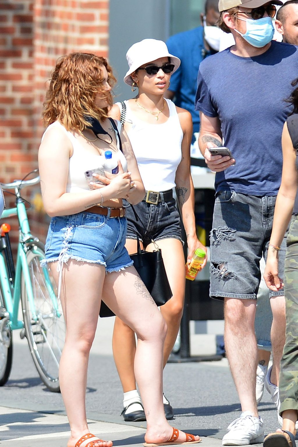Zoe Kravitz is Pictured Out With a Group of Friends in NYC (11 Photos)