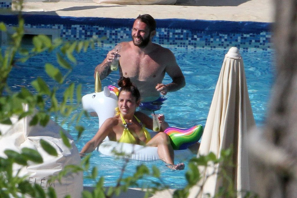 Oliver Kragl & Alessia Macari Relax Poolside in Benevento (33 Photos)